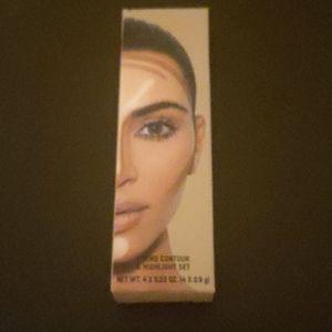 Kim Kardashian cream face contour